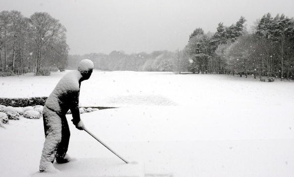 VIRGINIA WATER, UNITED KINGDOM - FEBRUARY 08:  Wintery scenes are captured at the Wentworth Golf and Country Club as heavy snow falls across the United Kingdom on February 8, 2007 in Virginia Water, England.  (Photo by Warren Little/Getty Images)